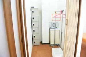 ロッカー付きの更衣室
